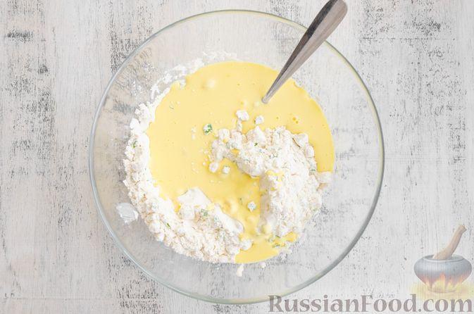 Фото приготовления рецепта: Бездрожжевые булочки на сметане, с кукурузой, сыром и зелёным луком - шаг №6