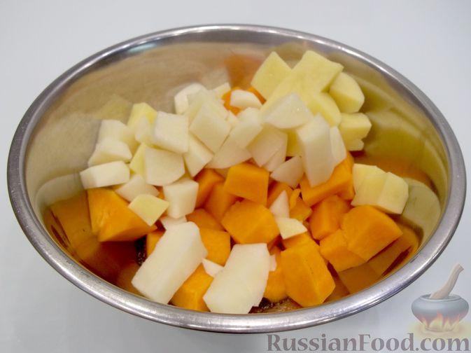 Фото приготовления рецепта: Картошка, запечённая с тыквой (в микроволновке) - шаг №6