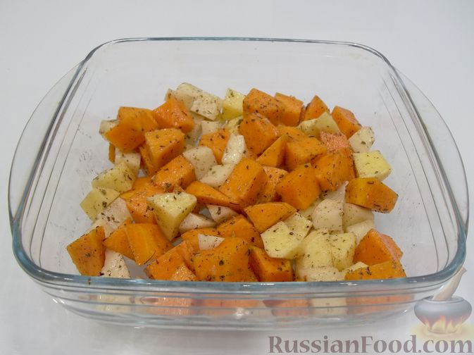 Фото приготовления рецепта: Картошка, запечённая с тыквой (в микроволновке) - шаг №8