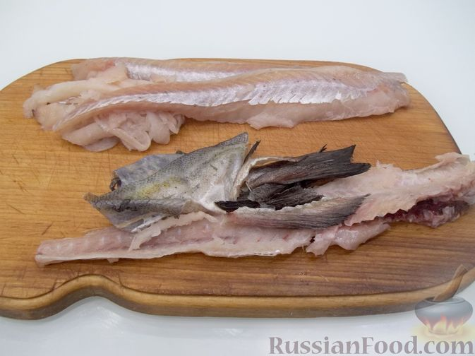 Фото приготовления рецепта: Суп с рыбными фрикадельками, зелёным горошком и помидором - шаг №2