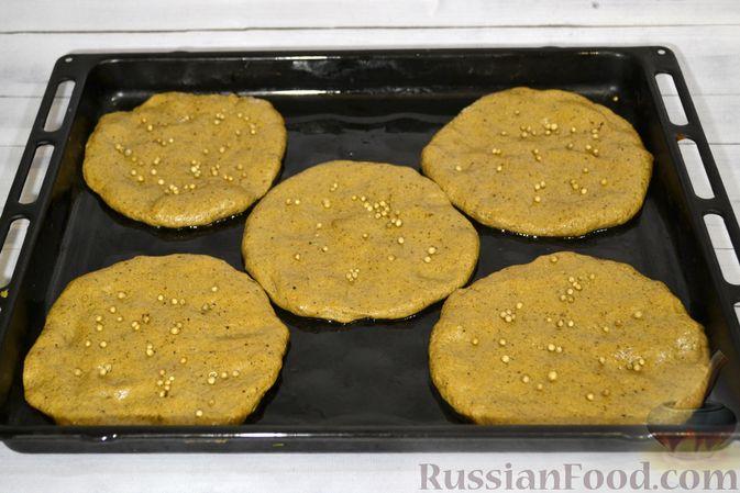 Фото приготовления рецепта: Ржаные хлебцы - шаг №10