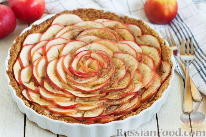 Фото к рецепту: Тарт из песочного теста с яблоками