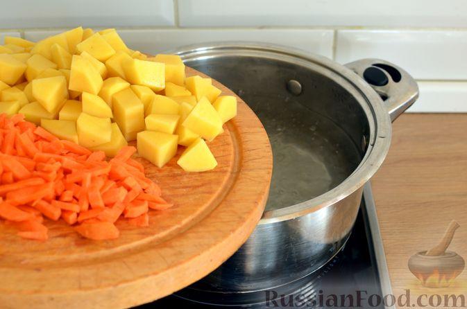 Фото приготовления рецепта: Суп с фрикадельками и шампиньонами - шаг №5