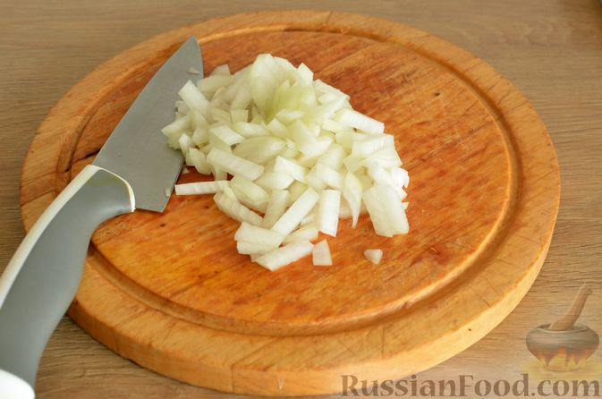 Фото приготовления рецепта: Суп с фрикадельками и шампиньонами - шаг №6