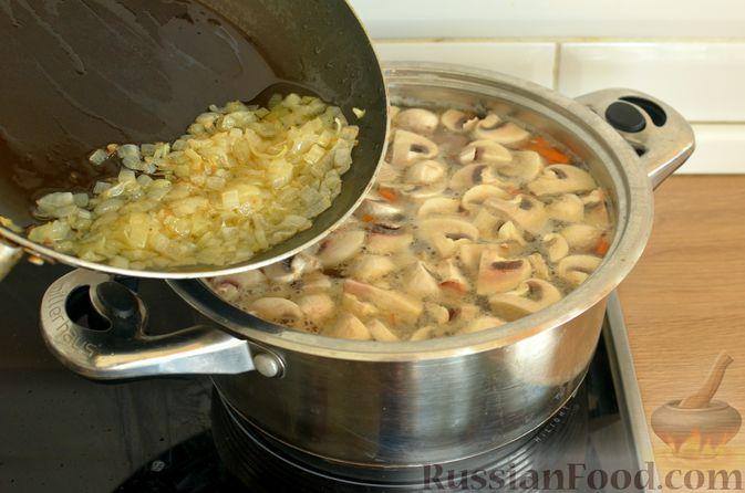 Фото приготовления рецепта: Суп с фрикадельками и шампиньонами - шаг №12