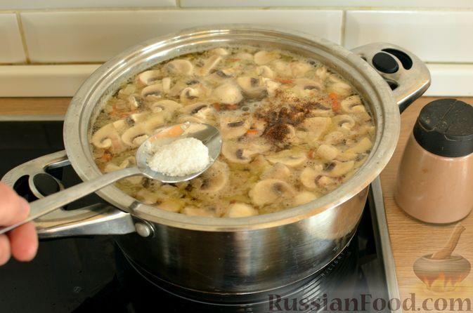 Фото приготовления рецепта: Суп с фрикадельками и шампиньонами - шаг №13
