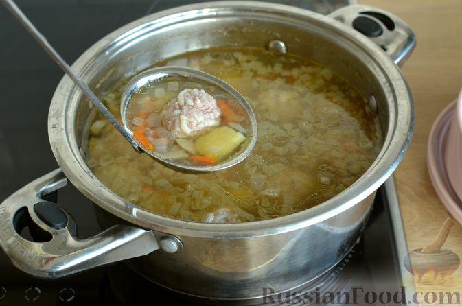 Фото приготовления рецепта: Суп с фрикадельками и шампиньонами - шаг №14
