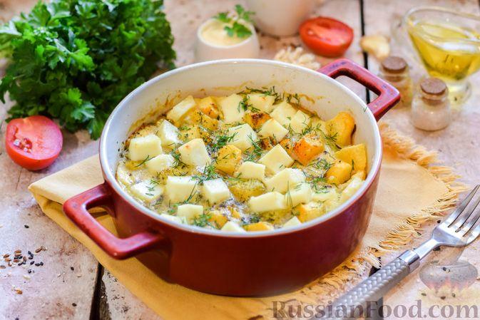Фото к рецепту: Запечённая тыква с яйцами и адыгейским сыром
