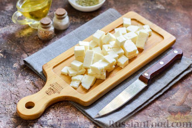 Фото приготовления рецепта: Запечённая тыква с яйцами и адыгейским сыром - шаг №4