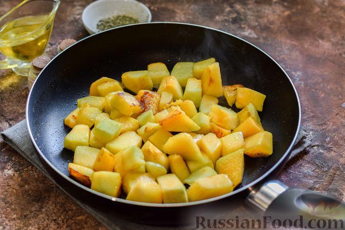 Фото приготовления рецепта: Запечённая тыква с яйцами и адыгейским сыром - шаг №3