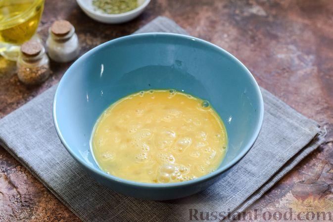 Фото приготовления рецепта: Запечённая тыква с яйцами и адыгейским сыром - шаг №6