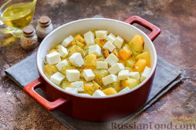 Фото приготовления рецепта: Запечённая тыква с яйцами и адыгейским сыром - шаг №9