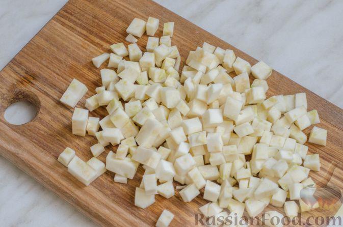 Фото приготовления рецепта: Суп со свининой, куриной печенью, грибами и корнем сельдерея - шаг №7