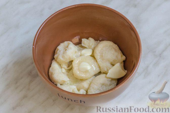 Фото приготовления рецепта: Суп со свининой, куриной печенью и грибами - шаг №21
