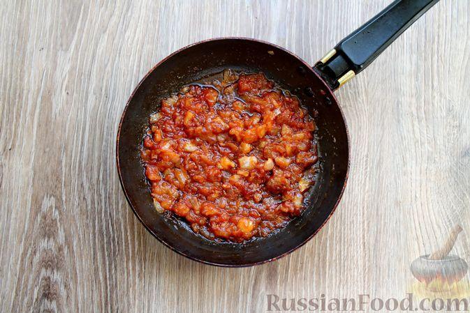 Фото приготовления рецепта: Запеканка из куриного филе с грибами и беконом, в сметанно-сырной заливке - шаг №8