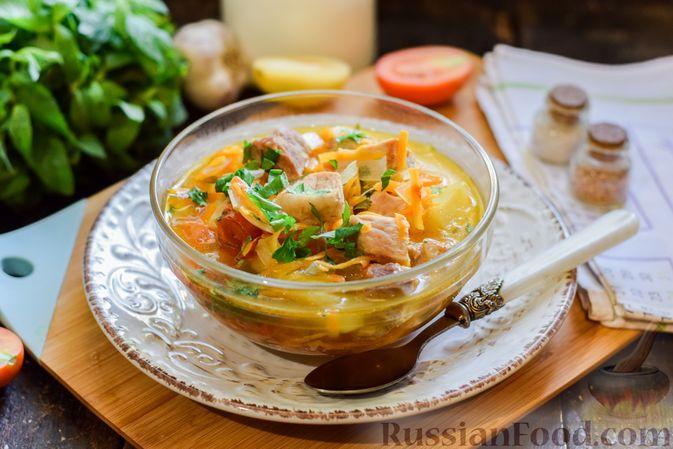 Фото к рецепту: Суп с жареной свининой и помидорами