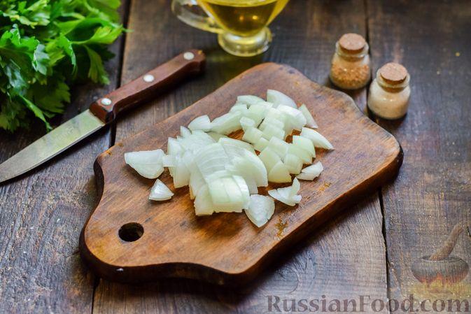 Фото приготовления рецепта: Суп с жареной свининой и помидорами - шаг №2