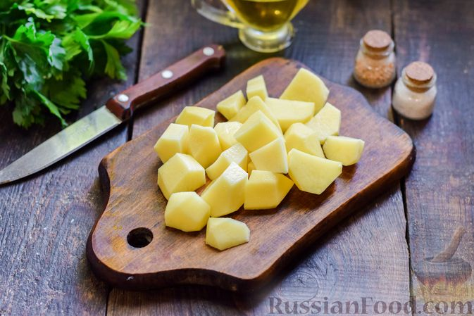 Фото приготовления рецепта: Суп с жареной свининой и помидорами - шаг №8