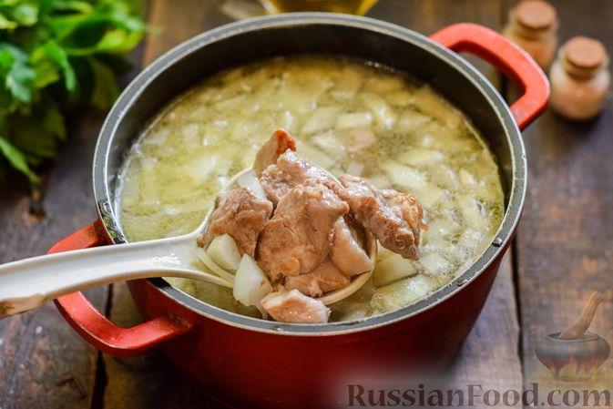 Фото приготовления рецепта: Суп с жареной свининой и помидорами - шаг №5