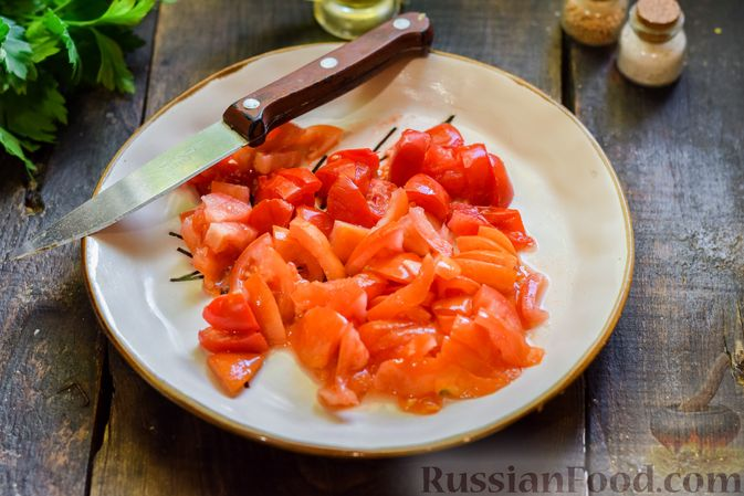 Фото приготовления рецепта: Суп с жареной свининой и помидорами - шаг №11