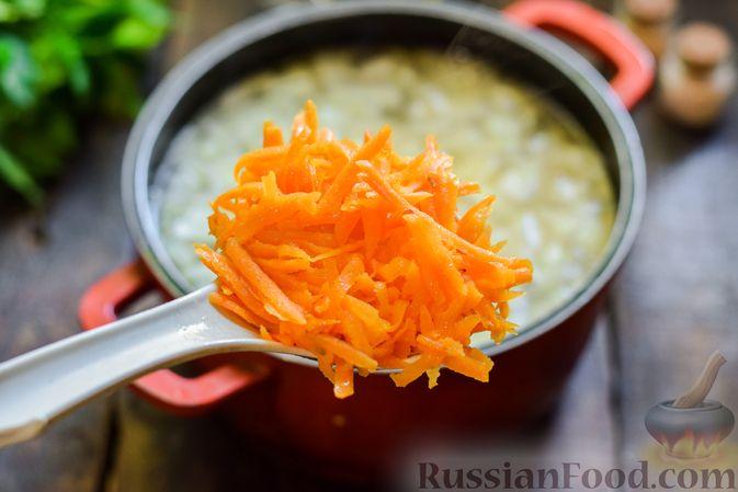 Фото приготовления рецепта: Суп с жареной свининой и помидорами - шаг №10