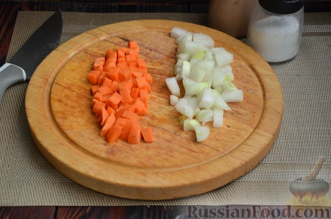 Фото приготовления рецепта: Куриные голени, тушенные с нутом и овощами - шаг №4
