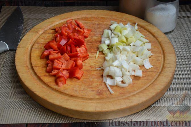 Фото приготовления рецепта: Куриные голени, тушенные с нутом и овощами - шаг №5