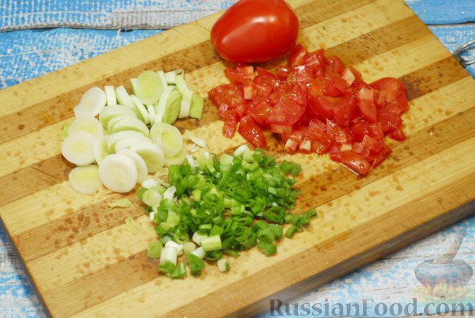 Фото приготовления рецепта: Овощной суп с цветной капустой, тыквой, зелёным горошком и грибами - шаг №7