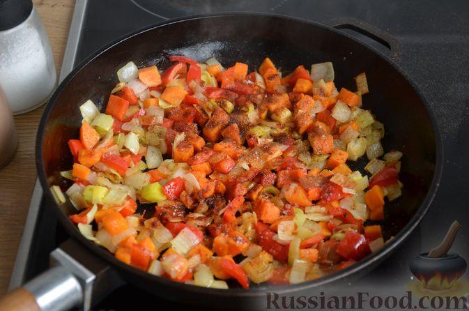 Фото приготовления рецепта: Куриные голени, тушенные с нутом и овощами - шаг №10