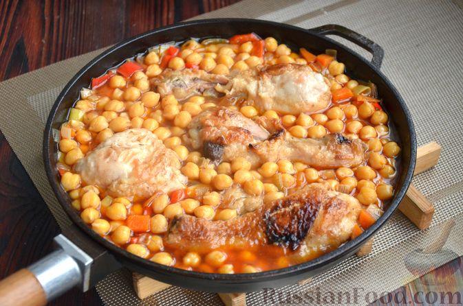 Фото приготовления рецепта: Куриные голени, тушенные с нутом и овощами - шаг №14