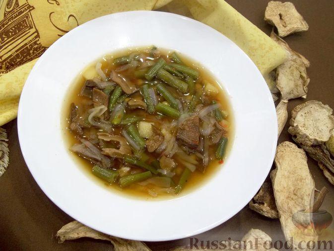Фото к рецепту: Суп с белыми сушеными грибами, стручковой фасолью, горошком и капустой