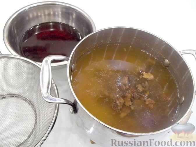Фото приготовления рецепта: Суп с белыми сушеными грибами, стручковой фасолью, горошком и капустой - шаг №17