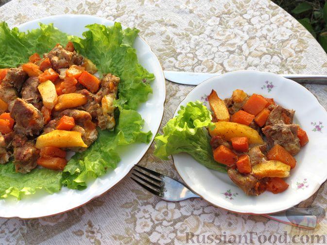Фото приготовления рецепта: Запечённая свинина с айвой и тыквой - шаг №13