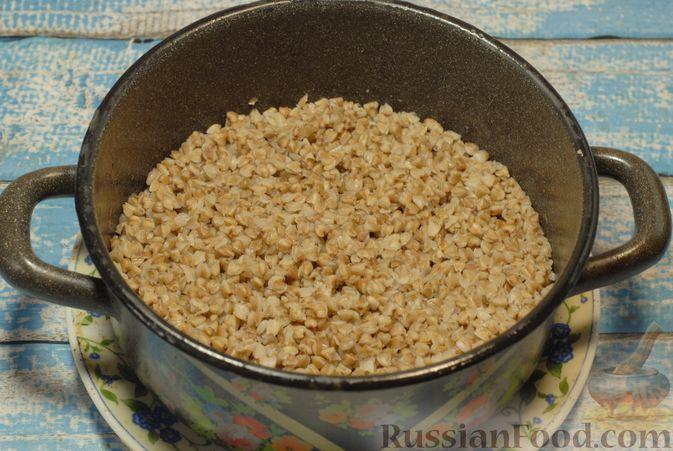 Фото приготовления рецепта: Бефстроганов с гречкой и лисичками - шаг №12