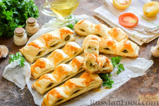 Фото к рецепту: Слоёные палочки с оливками