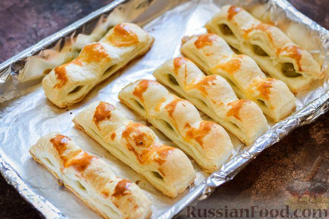 Фото приготовления рецепта: Слоёные палочки с оливками - шаг №8