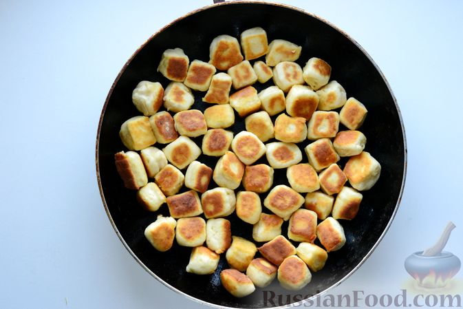 Фото приготовления рецепта: Куриный суп с жареными галушками - шаг №12