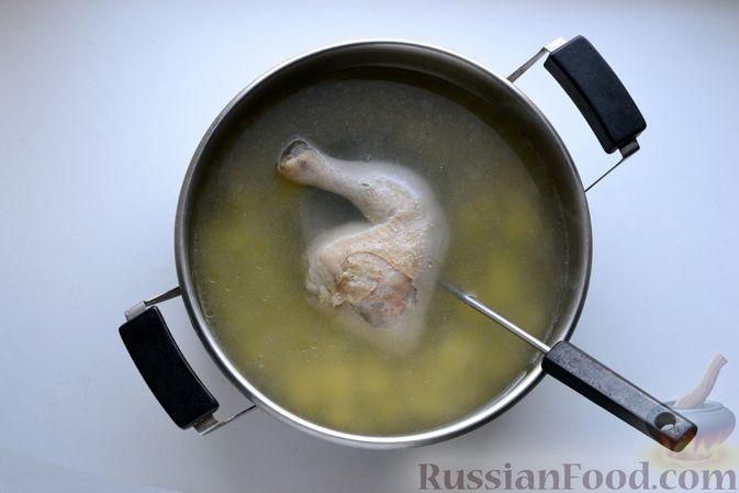 Фото приготовления рецепта: Куриный суп с жареными галушками - шаг №13
