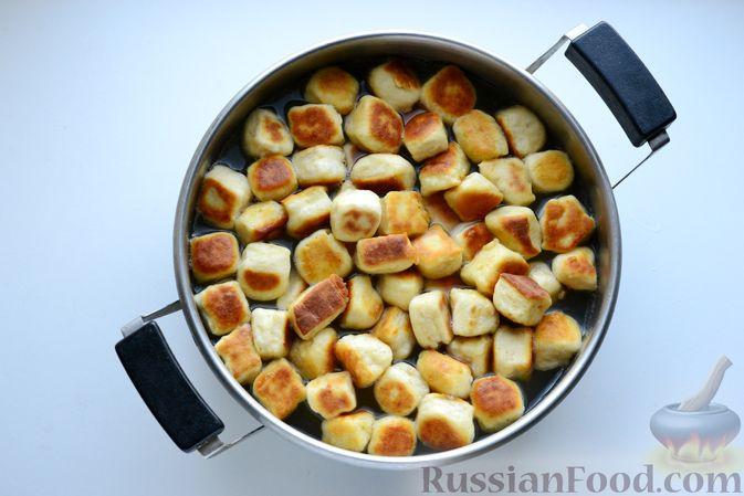 Фото приготовления рецепта: Куриный суп с жареными галушками - шаг №14