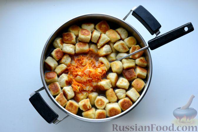 Фото приготовления рецепта: Куриный суп с жареными галушками - шаг №15
