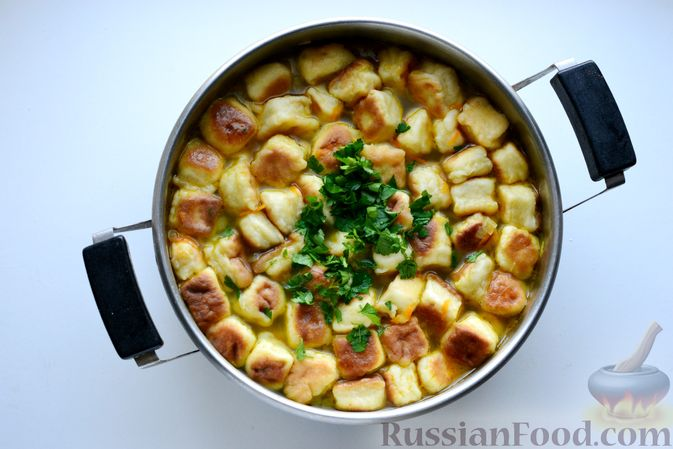 Фото приготовления рецепта: Куриный суп с жареными галушками - шаг №16