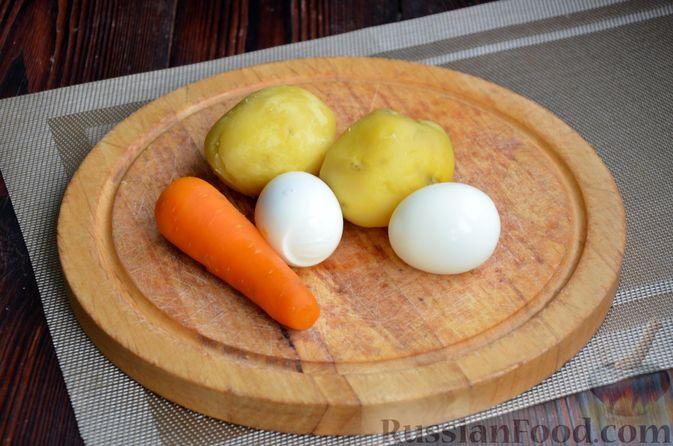 """Фото приготовления рецепта: Салат """"Оливье"""" с говядиной - шаг №4"""