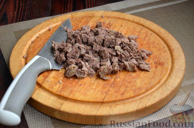"""Фото приготовления рецепта: Салат """"Оливье"""" с говядиной - шаг №8"""