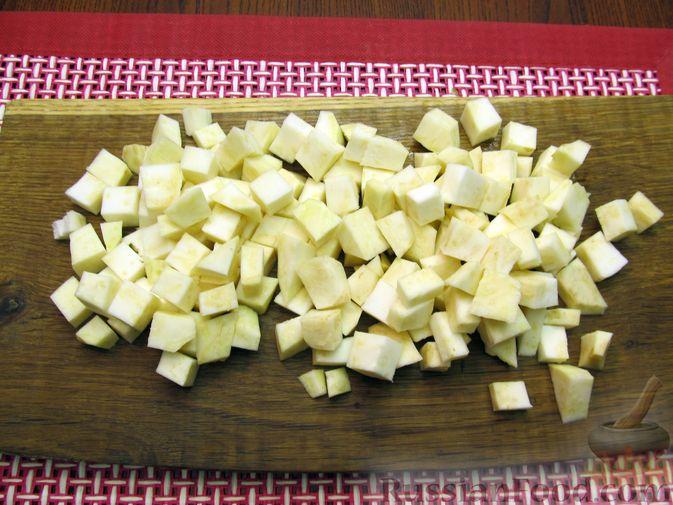 Фото приготовления рецепта: Пюре из кольраби, сельдерея, картофеля и яблока - шаг №3