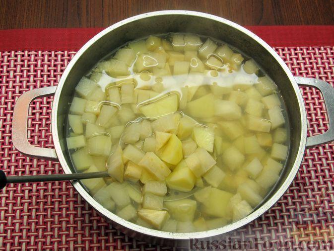 Фото приготовления рецепта: Пюре из кольраби, сельдерея, картофеля и яблока - шаг №6