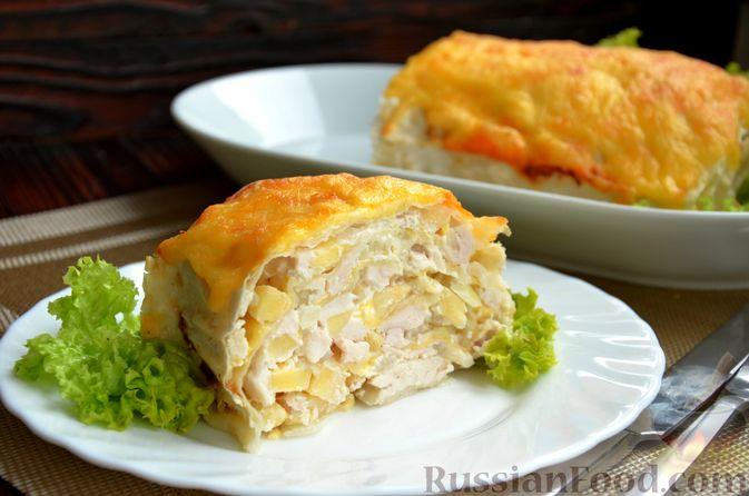 Фото к рецепту: Рулет из лаваша с куриным филе, айвой и сыром (в духовке)