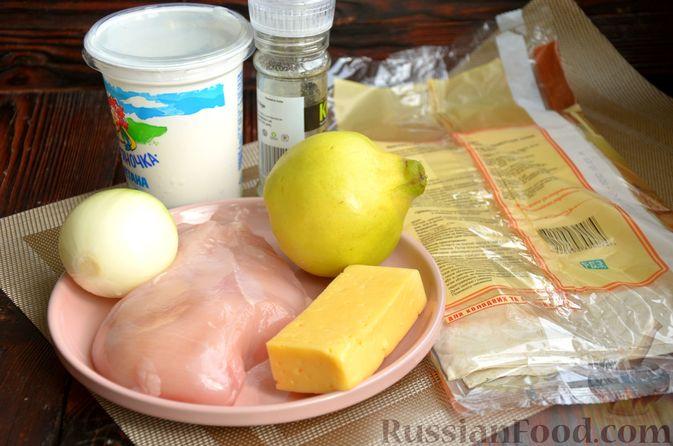 Фото приготовления рецепта: Рулет из лаваша с куриным филе, айвой и сыром (в духовке) - шаг №1