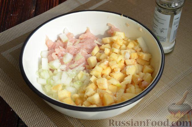 Фото приготовления рецепта: Рулет из лаваша с куриным филе, айвой и сыром (в духовке) - шаг №4