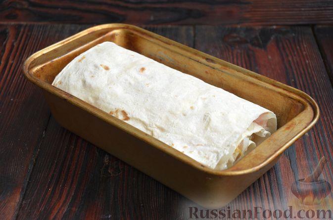Фото приготовления рецепта: Рулет из лаваша с куриным филе, айвой и сыром (в духовке) - шаг №8