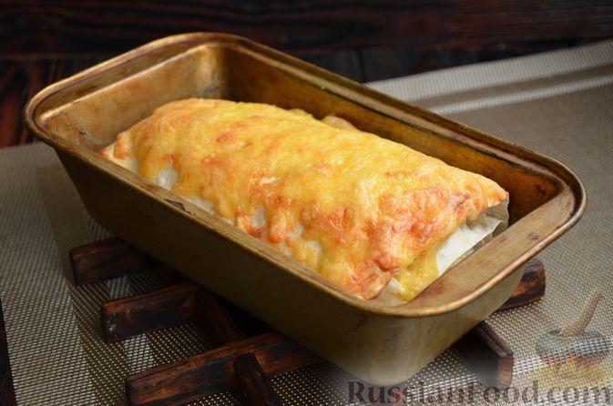 Фото приготовления рецепта: Рулет из лаваша с куриным филе, айвой и сыром (в духовке) - шаг №10